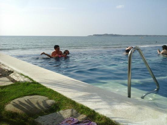White House Beach Resort Pool