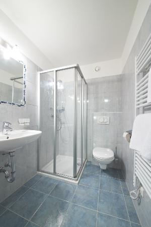 Landhaus Riedlsperger: D/WC im Zimmer