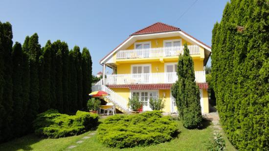 Magyar Apartmanhaz IV