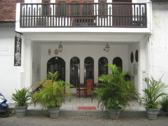 Thenu Rest Guest House: View from the street