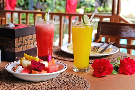 Ketut's Place : pool side with delicious breakfast