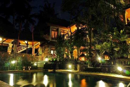 Ketut's Place: Room view from swimming pool at night
