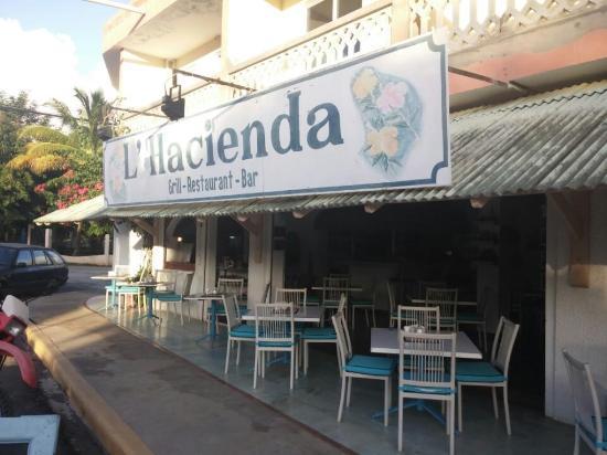 La Hacienda Grill & Bar: outside seating area