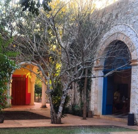 Hacienda Selva Maya: Entrada desde jardines