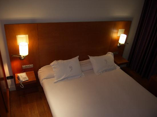 Hotel Sant Roc: room with bed