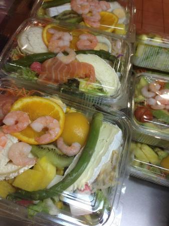 Pizzeria Atracon SL.: Ensaladas para llevar a domicilio... Esto es para una persona!!!!!