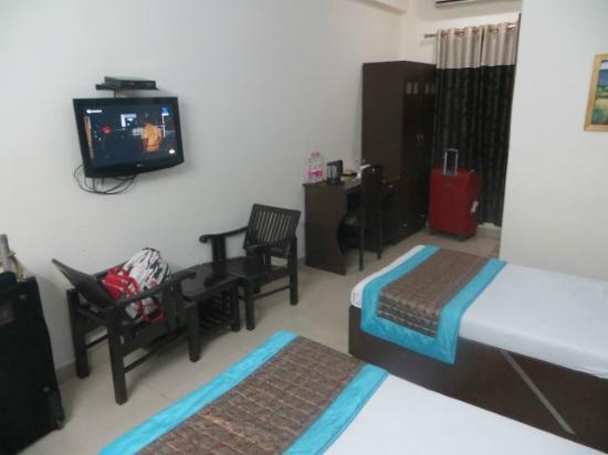 Hotel Airport Inn: Room