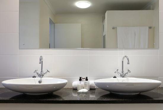 Rustenbosch Guest House: The bathroom