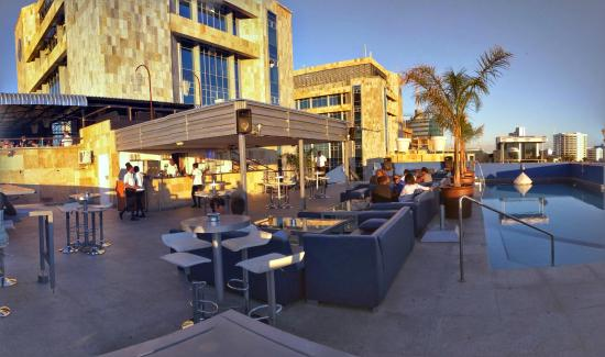 Masa Square Hotel: Rooftop bar and pool