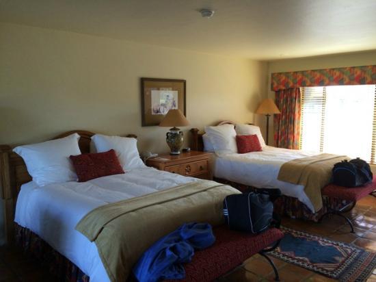 Rancho de los Caballeros: room