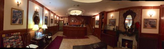 A Warm Welcome at Da Vinci Hotel.