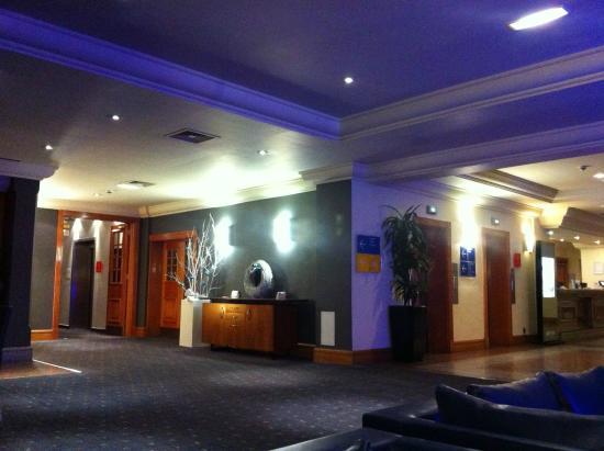 Park Inn by Radisson Nottingham: Reception - simple but stylish