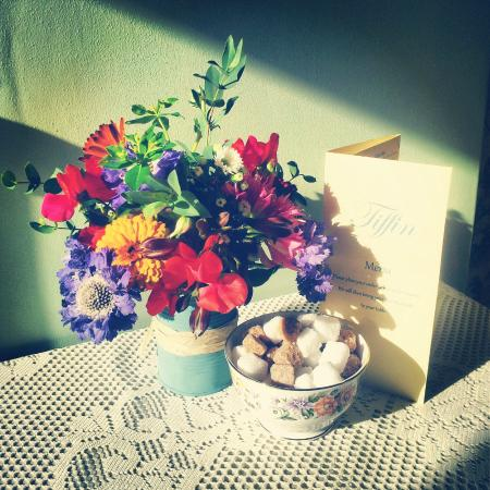 Tiffin: our pretty table flowers