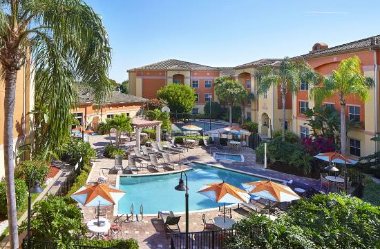Residence Inn Naples: Pool, Hot Tub and Sports Court