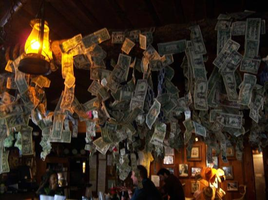Bonnie Springs Ranch Restaurant: Bar area with many, many autographed dollar bills
