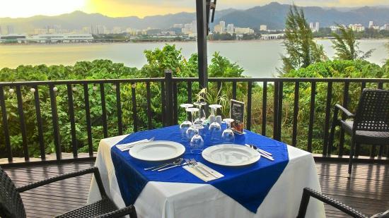 Sun Yi Villas: Dinner Sets (pool side)