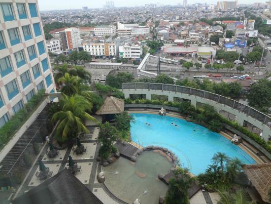 Hotel Ciputra Jakarta : Facing Main Road