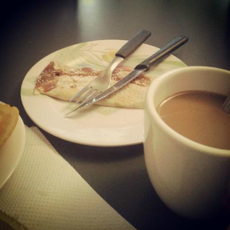 Hostel Empedrado: Desayuno con panqueques , cortesía de Claudia!