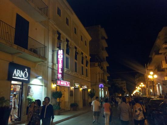 Hotel Villa Ada : l'ingresso sul corso Vittorio Veneto