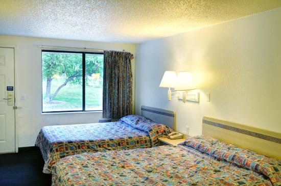Motel 6 Flint: Guest Room