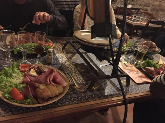 La raclette royale picture of la table a fromages les - La table a raclette ...