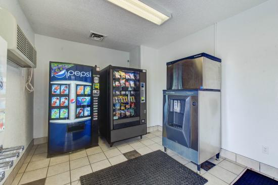 Motel 6 Norfolk: Vending