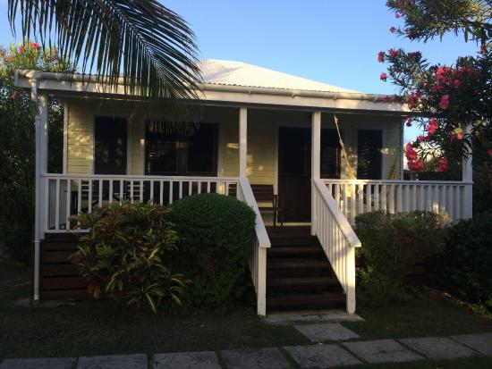 Dutchman's Bay Cottages: 2nd Row Cottage