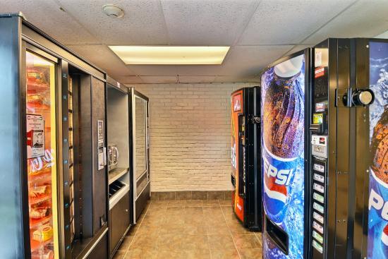 Motel 6 Boston North - Danvers: Vending
