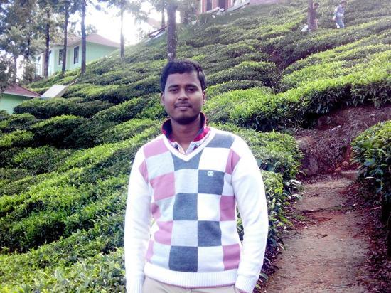 يونايتد 21 بارادايس: Me having morning walk along tea garden