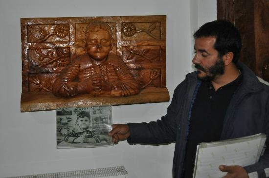 Axos, Yunanistan: Творец и владелец музея