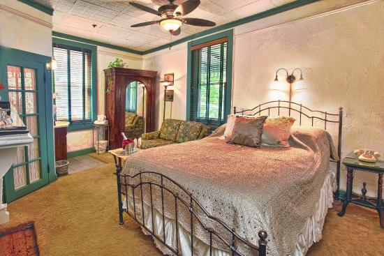 St. Francis Inn Bed and Breakfast : Anna's Room - Queen bed, love seat, armoire, windows