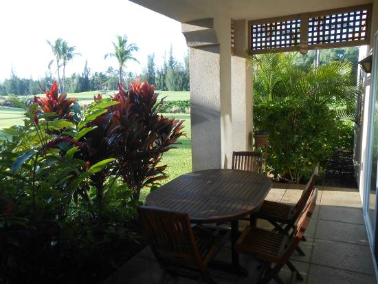 Aston Waikoloa Colony Villas: Patio where we had breakfast
