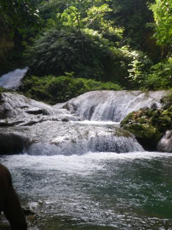 Blue Hole Mineral Spring : Waterfalls