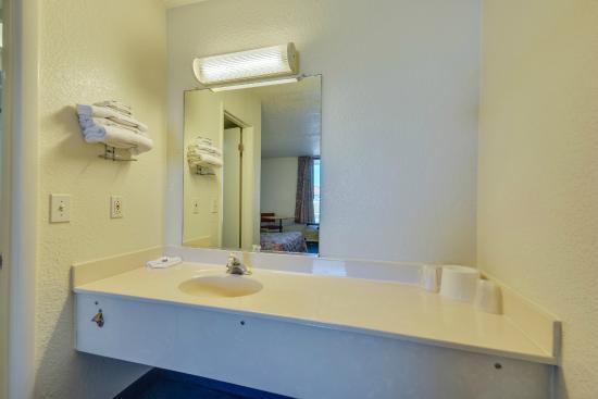 bathroom picture of motel 6 huntsville madison. Black Bedroom Furniture Sets. Home Design Ideas