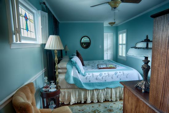 St. Francis Inn Bed and Breakfast : Garden Hideaway - King Bed