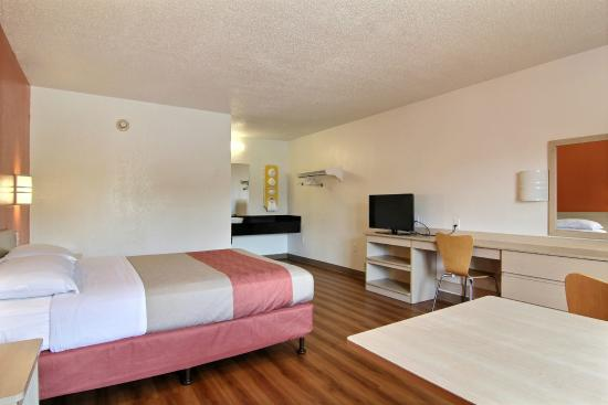 Motel 6 Cleveland   Middleburg Heights
