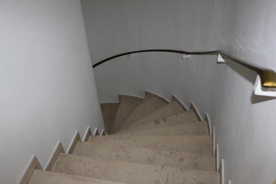 Hotel Nefeli: лестница