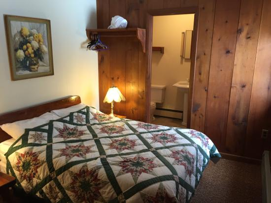 Turn of River Lodge: Private room with private bath