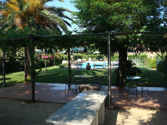 Hotel Tirrena: fijne tuin