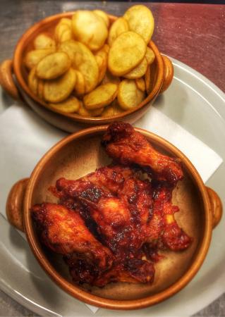El Restaurante Mexico: Chicken wings and potatoes