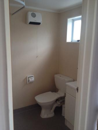 Ahuriri Motel Omarama : Baño, con ducha. Dispone de jabón y secador de pelo
