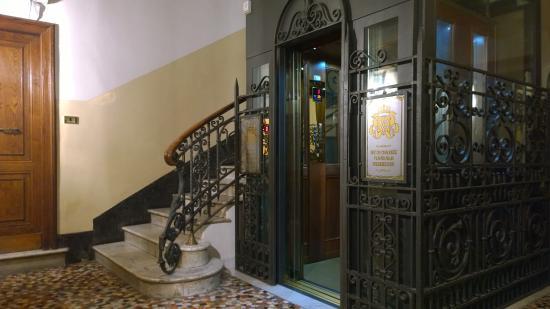 Montecarlo Hotel: El ascensor, desde la planta baja.