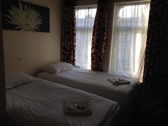 Saba Hotel London : Les lits jumeaux