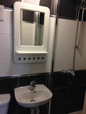 Saba Hotel London : La salle de bain