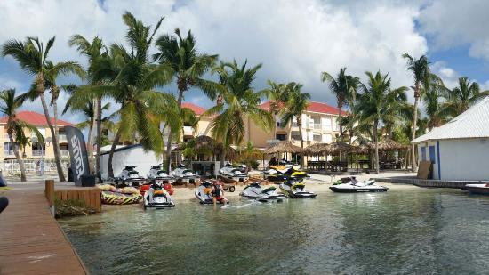 Le Flamboyant Hotel and Resort: Watesport dock looking back to resort