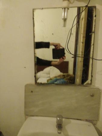 Pension El Rincon: miroir cassé