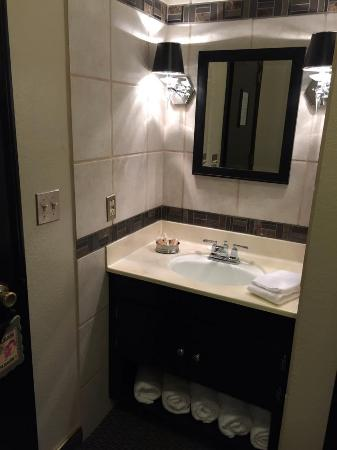 The North Shore Inn: New & updated Bathroom