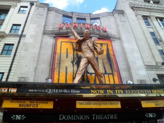 We Will Rock You : Belíssimo show em homenagem à Fred Mercury; vozes esplêndidas; repertório impecável!