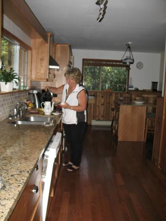 Cedar Song B&B and Cottage: We delight in preparing a great breakfast for you.