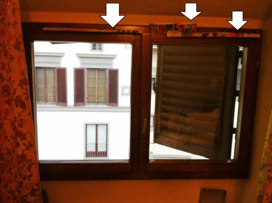 Hotel Delle Tele: Too bad window isolation. All street noise comes into the room.
